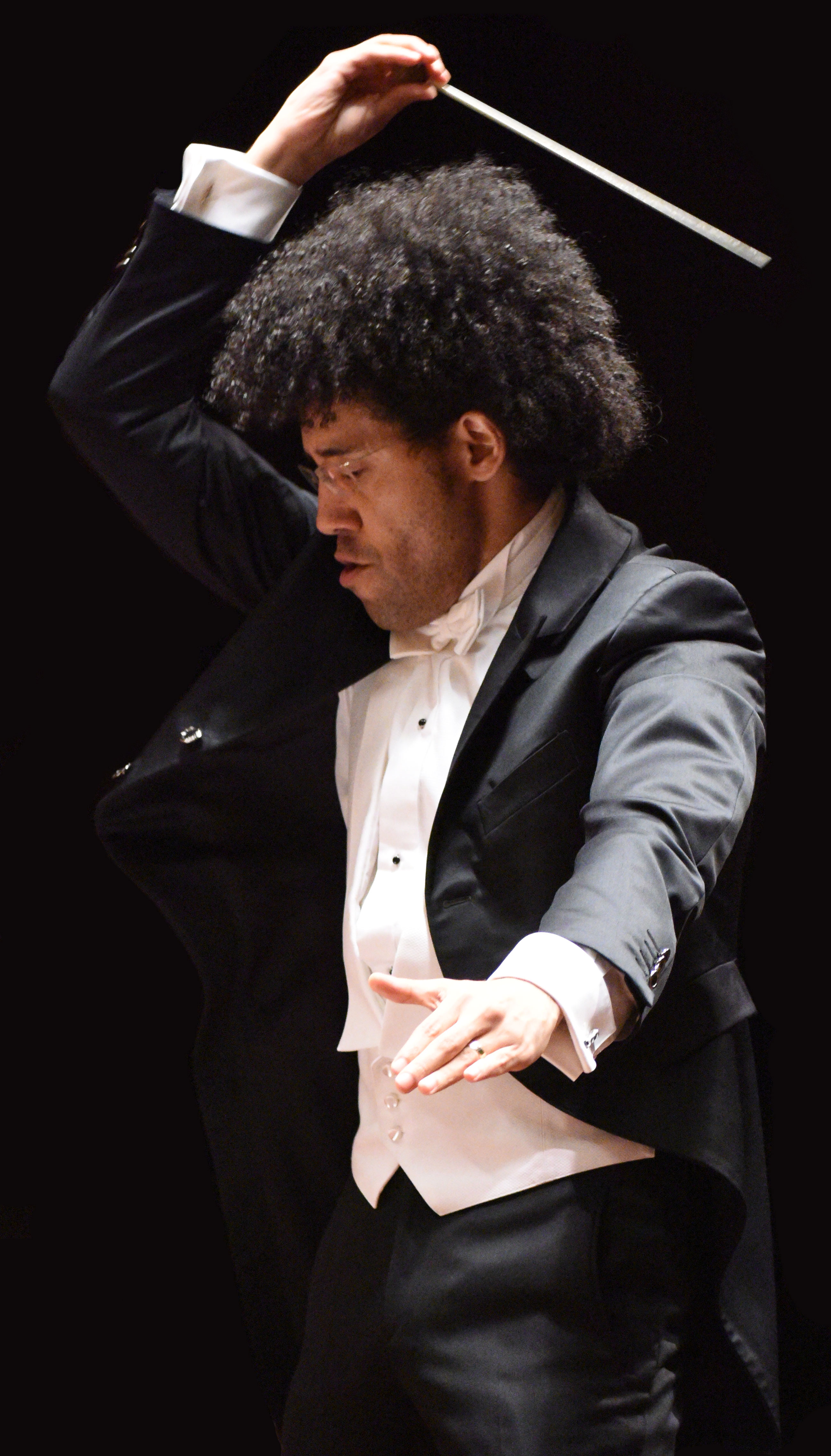Rafael Payare conducting